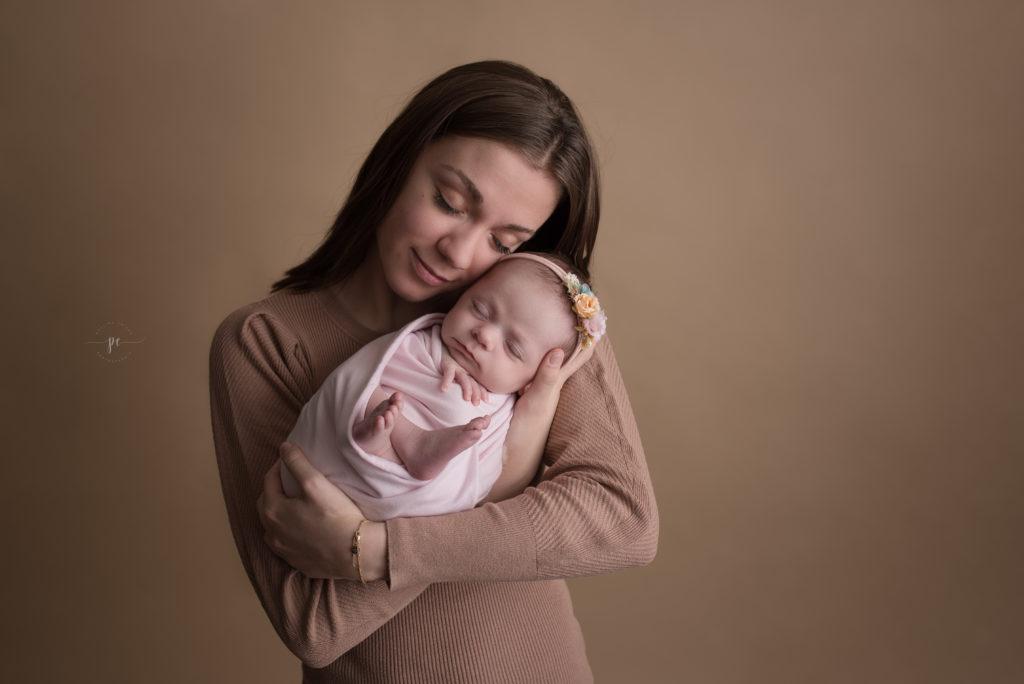 photographe angers naissance nouveau né bébé mia